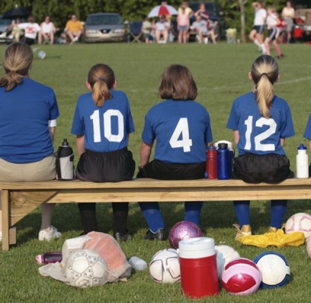 Atención: Concusión cerebral en los deportes de colegio (para los padres)