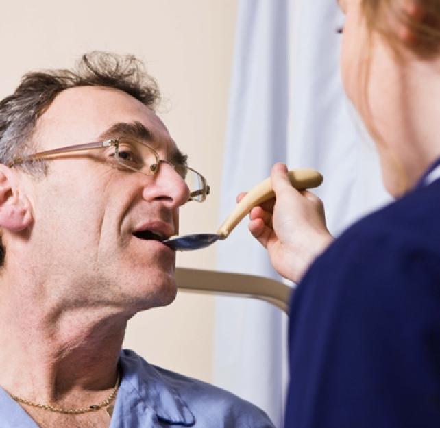 ¿Qué tipos de rehabilitación debe recibir un paciente con traumatismo cerebral?